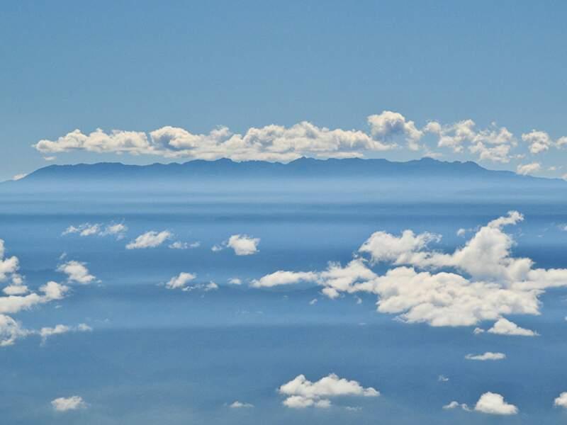 Ciel nuageux sur les montagnes, vues du volcan Turrialba, au Costa Rica