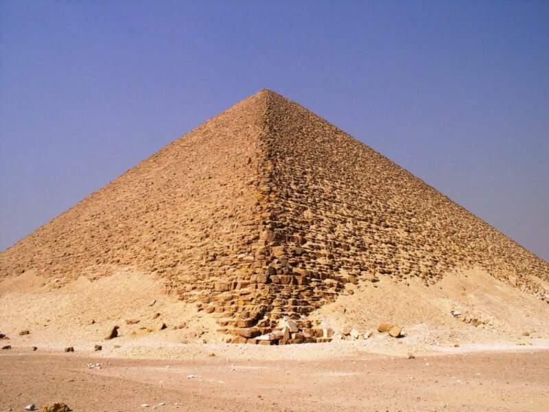 La pyramide de Mykérinos sur le plateau de Gizeh, en Egypte.