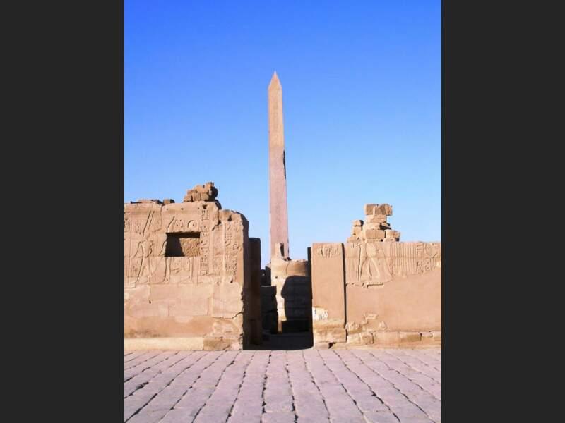 L'obélisque de Thoutmosis Ier, érigé sur le site archéologique de Karnak, au nord de la ville de Louxor, en Egypte.