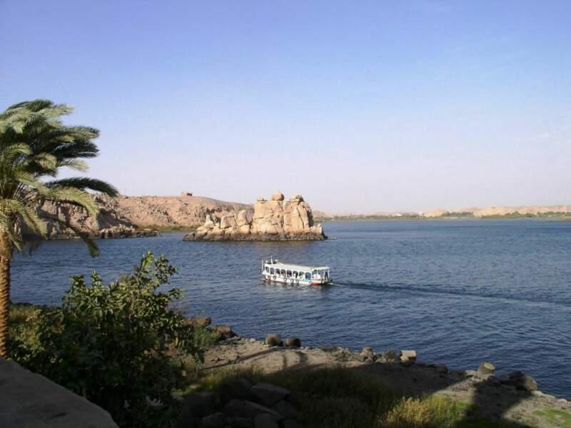 Vue du lac Nasser depuis le temple de Philaé, situé sur l'île d'Agilkia, sur le Nil, en Egypte.