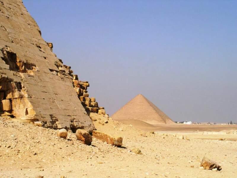 Les pyramides de Khéphren et de Mykérinos sur le plateau de Gizeh, en Egypte.