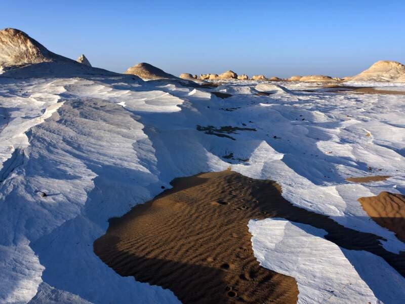 Le Désert Blanc prend l'aspect d'un glacier.