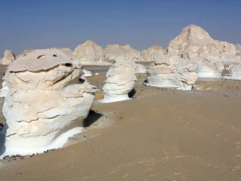 Les roches du Désert Blanc comme autant de meringues.
