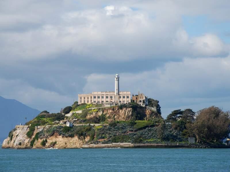 Alcatraz, située dans la baie de San Francisco, est sans doute la prison la plus célèbre au monde
