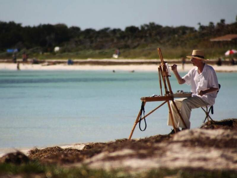 Peintre au bord de la plage de Bahia Honda, dans les îles Keys, en Floride, aux Etats-Unis.