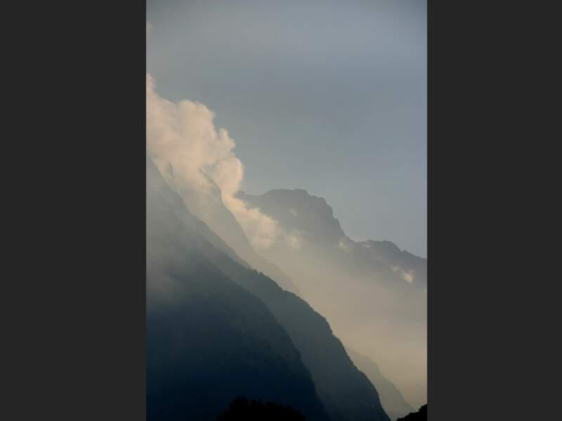 La brume du matin dans la vallée de la Romanche
