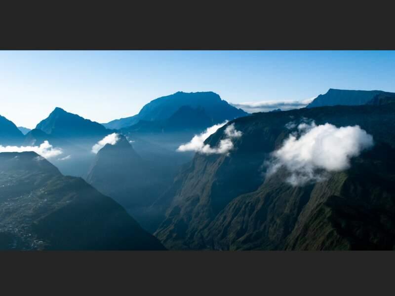Au-dessus des nuages dans le cirque de Mafate, sur l'île de La Réunion