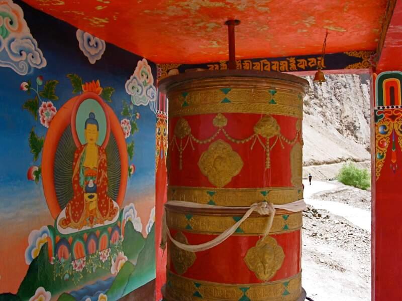 Moulin à prières aux environs de Photoksar dans la région du Zanskar, en Inde