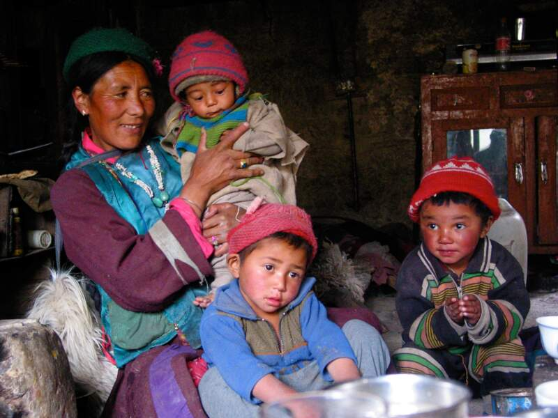 Photo de famille à Photoksar dans la région du Zanskar, en Inde