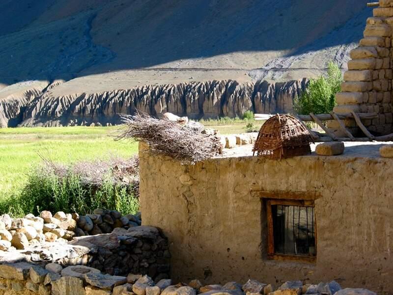 Maison traditionnelle à Pishu dans la région du Zanskar, en Inde