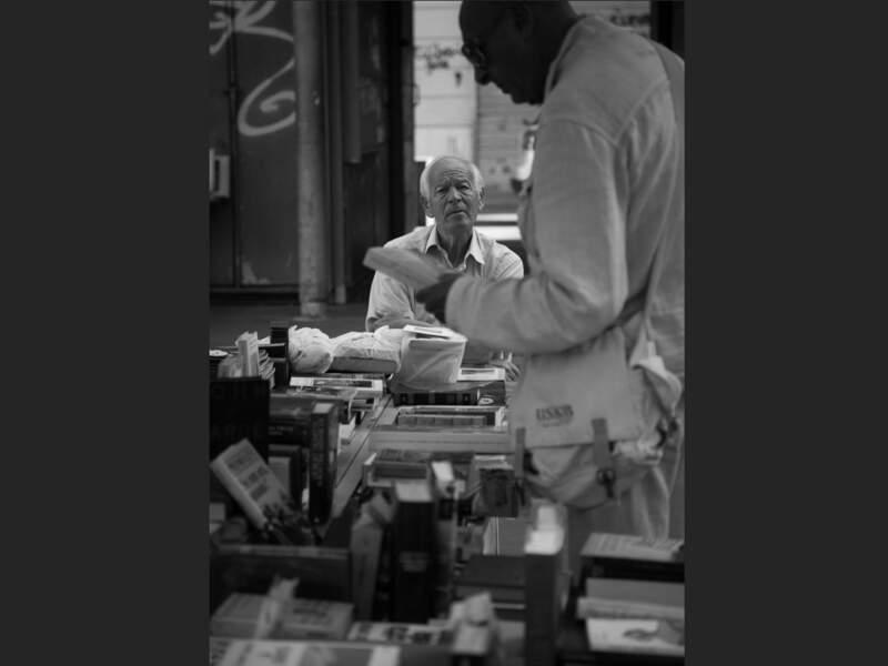 Bouquiniste du marché de la place San Cosimato, dans le quartier du Trastevere, à Rome (Italie).