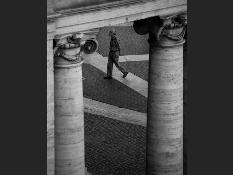 Vue du parvis de la basilique Saint-Marie-d'Aracœli située sur la place du Capitole, à Rome.