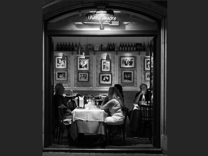 Restaurant près de la fontaine de Trévi, à Rome, en Italie.