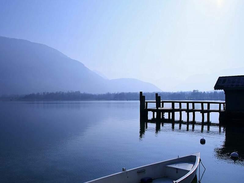 La commune de Doussard, au sud du lac d'Annecy, est un point d'entrée de la réserve naturelle du marais du Bout-du-Lac (Rhône-Alpes, France).