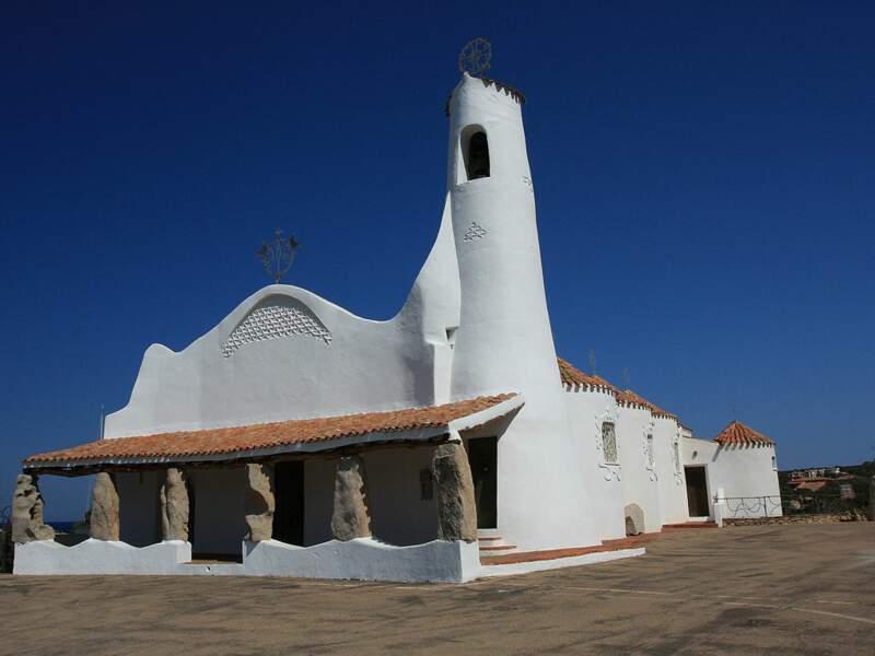 L'église de Porto Cervo Stella Maris, sur la côte Smeralda, en Sardaigne, en Italie.