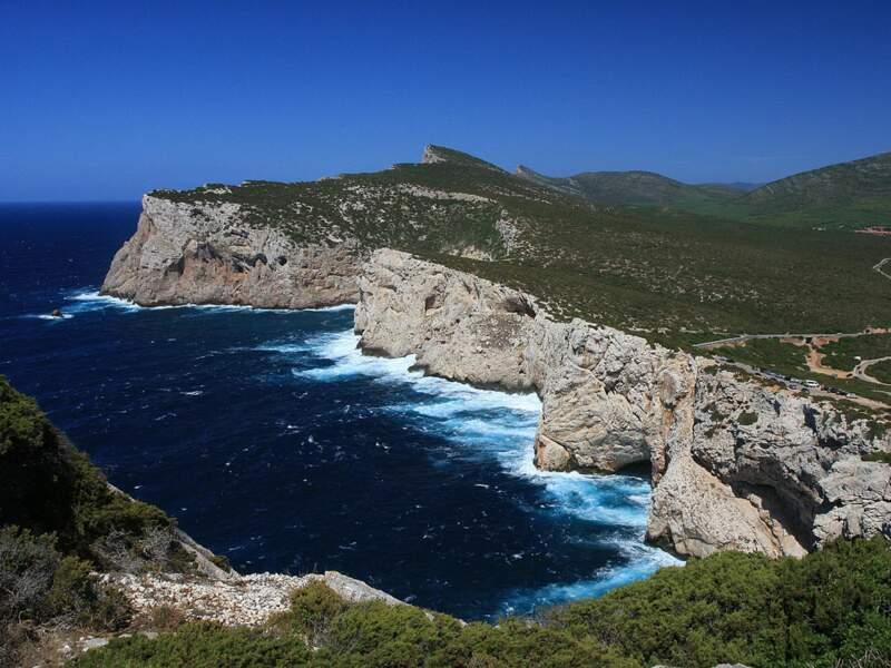 Les falaises de Capo Caccia, près d'Alghero, en Sardaigne, en Italie.