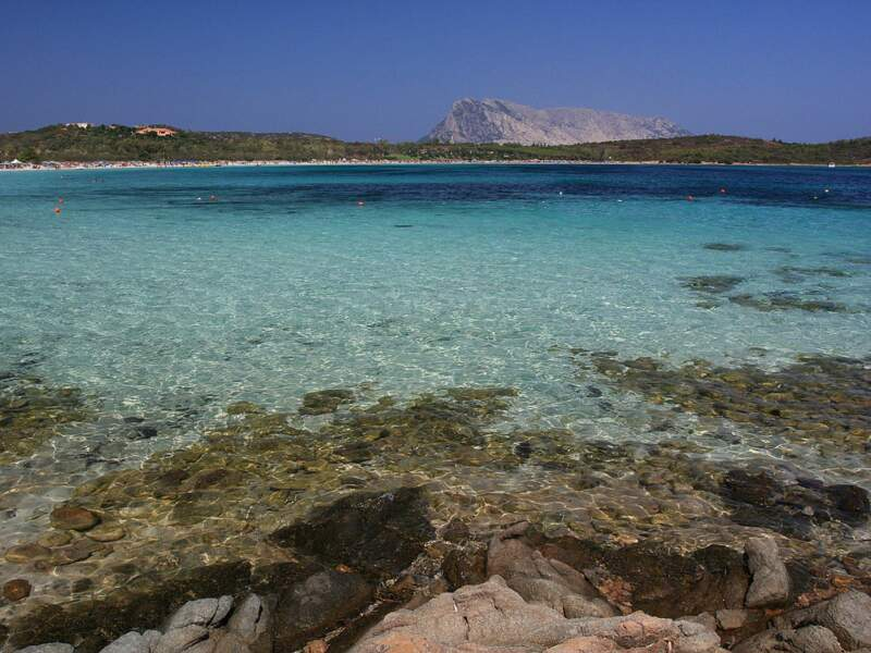La plage de Cala Brandinchi à San Teodoro dans le nord-est de la Sardaigne, en Italie.