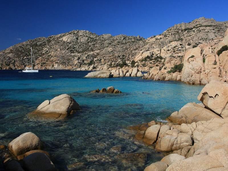 La plage Cala Coticcio, sur l'île de Caprera, en Sardaigne, en Italie.