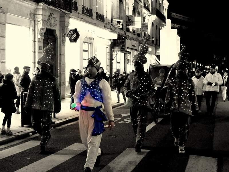Parade rue de la Barre, à Lyon (Rhône, Rhône-Alpes).