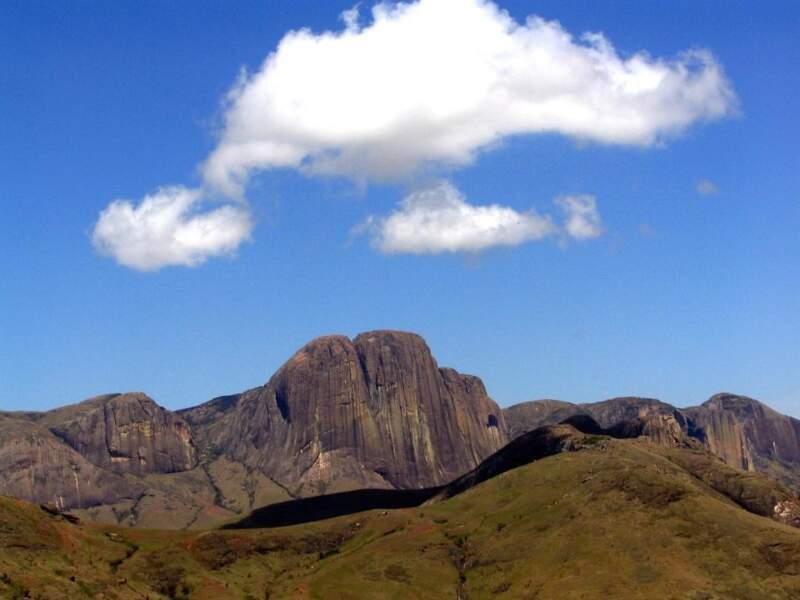 La falaise abrupte du camp Catta est l'un des plus majestueux paysages de l'île. Elle fait le bonheur des randonneurs et des passionnés d'escalade.