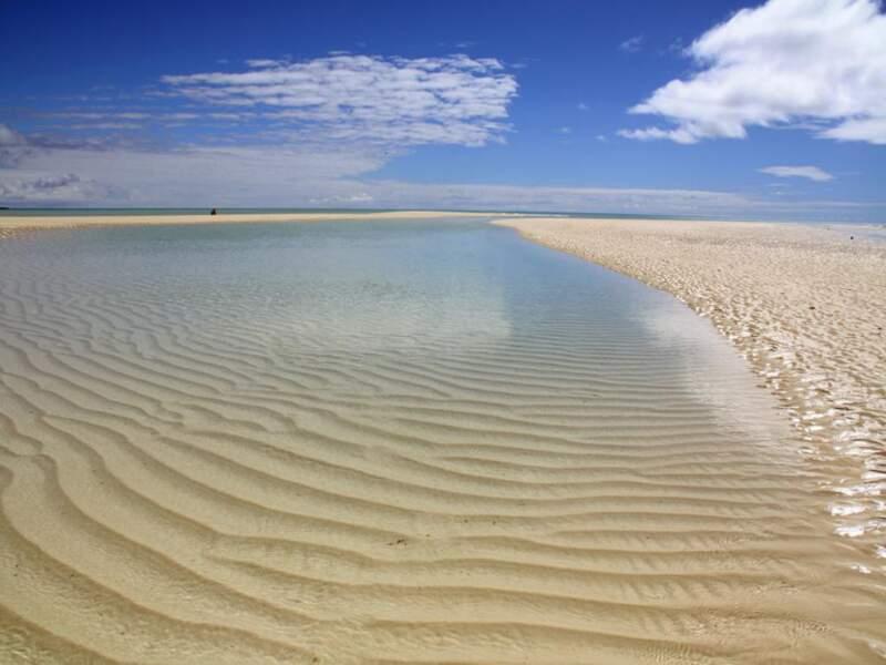 La plage de Mouli sur l'île d'Ouvéa, en Nouvelle-Calédonie