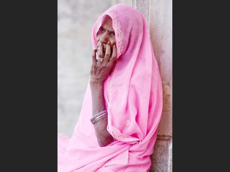 Vieille dame  à Udaipur, dans le Rajasthan, en Inde