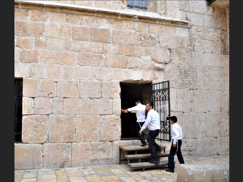 L'entrée du tombeau du roi David, à Jérusalem, en Israël.
