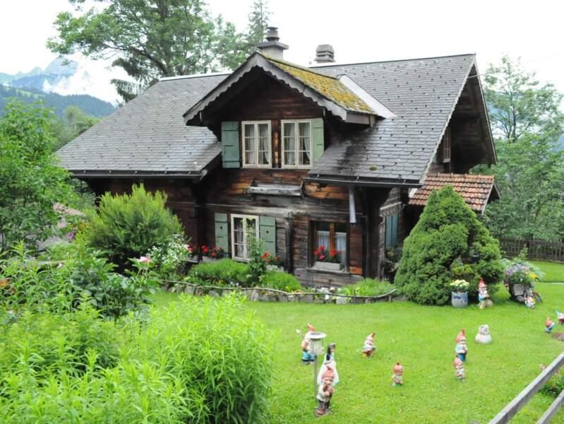 Chalet traditionnel de la région de Gstaad, dans l'Oberland bernois, en Suisse.