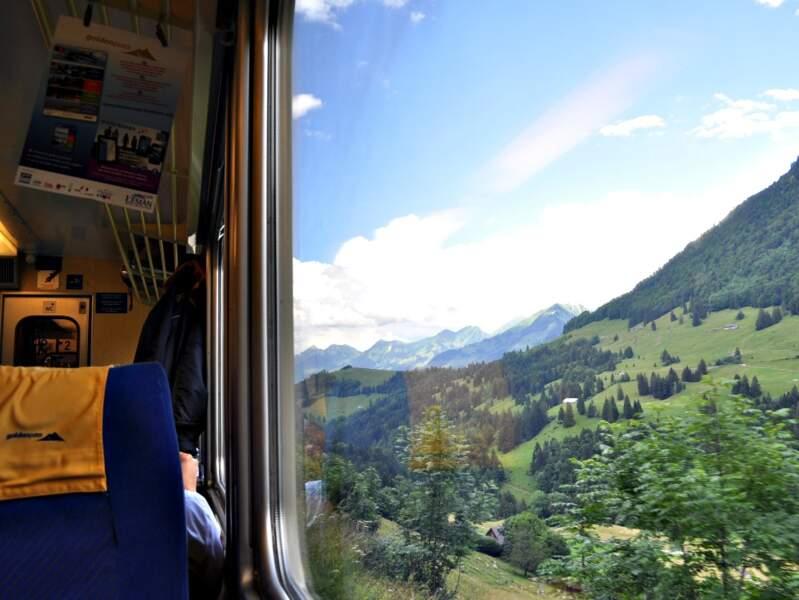A bord du train menant de Montreux jusqu'aux communes de l'Oberland bernois.