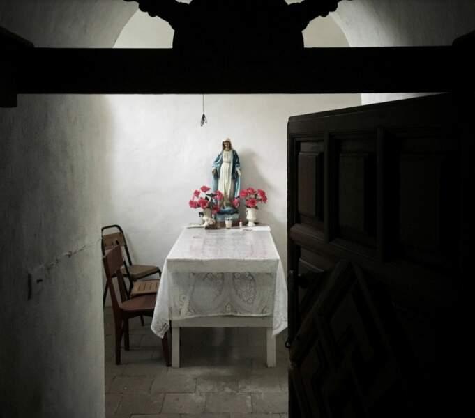 Un autel dédié à la Vierge