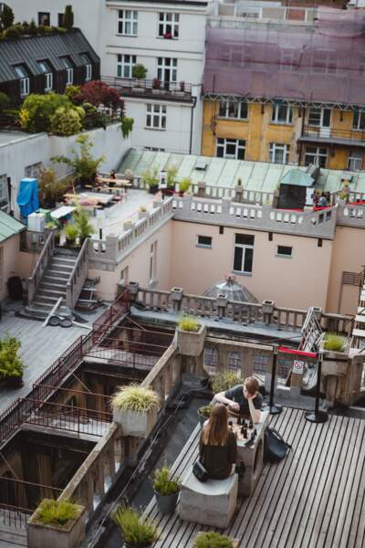 Partie d'échecs sur les toits