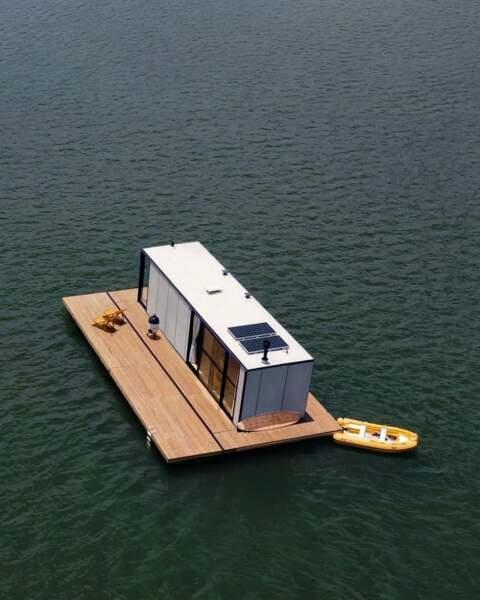 Une maison flottante au Brésil