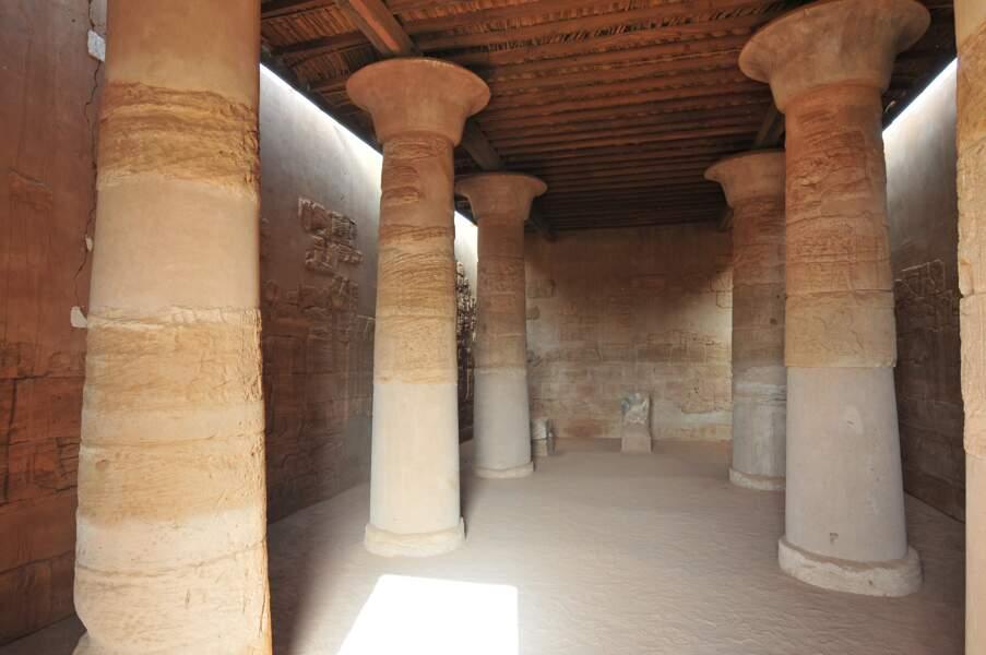 Salle hypostyle du temple du Lion