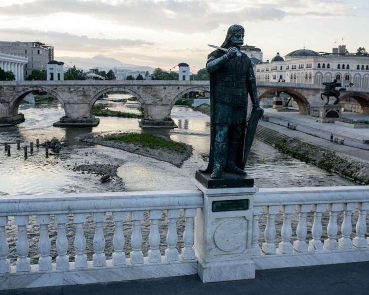 Un pont chargé d'histoire