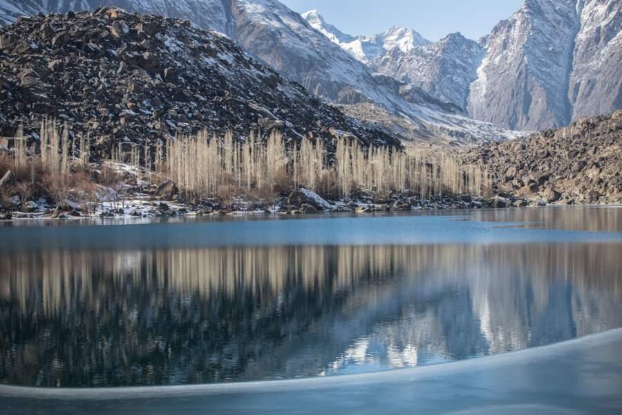 Un décor minéral coiffé de neiges éternelles
