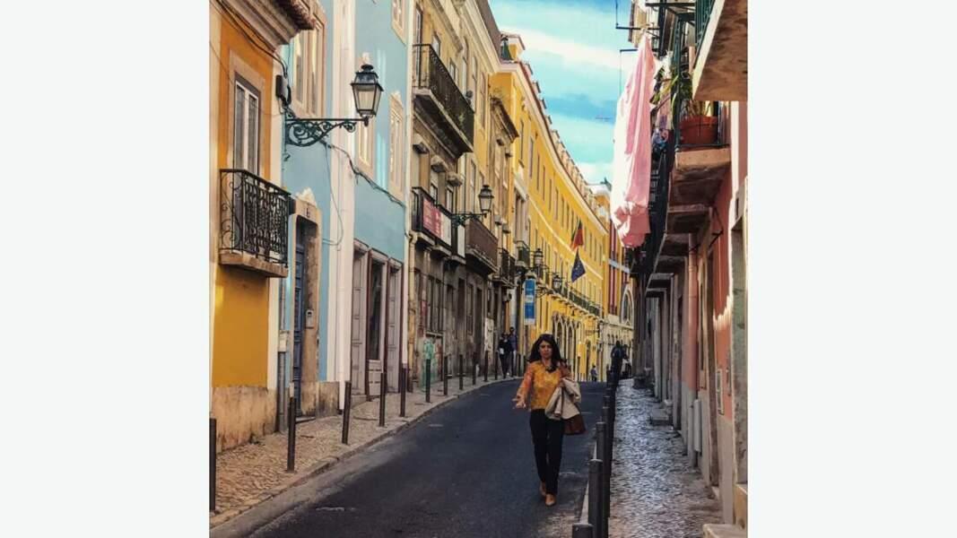 Façades colorées d'une rue de Lisbonne