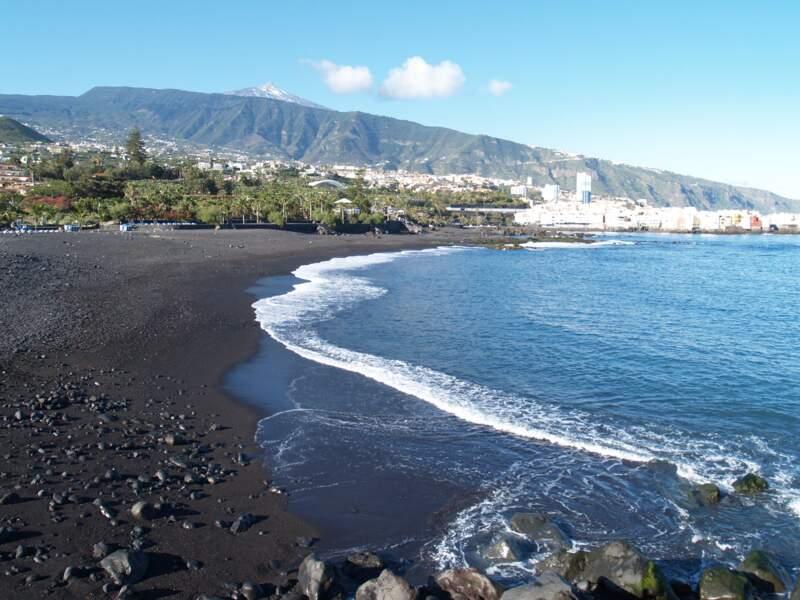 """La """"playa Jardín"""", de sable noir, à Puerto de la Cruz"""