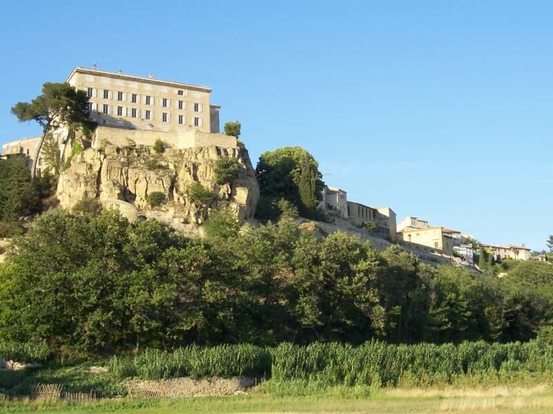 Le château de Lauris, ses terrasses et son jardin