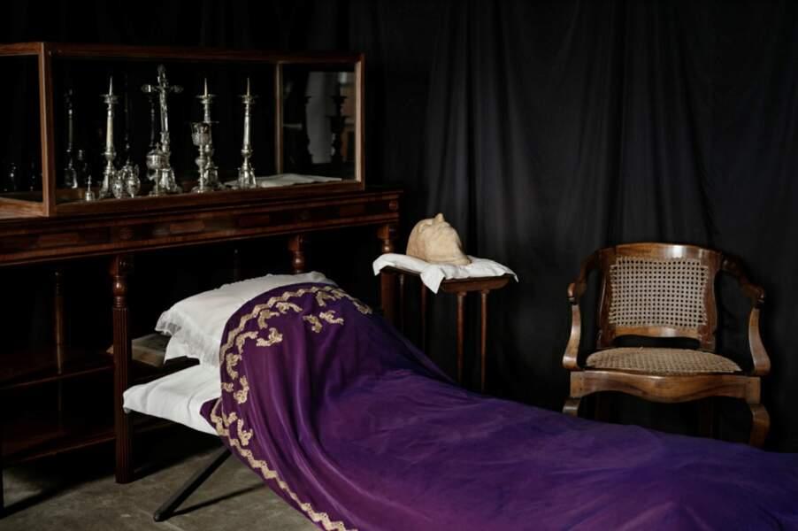 Le lit de camp où l'empereur rendit l'âme