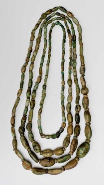 Collier de variscite (ou callaïs) découvert en Espagne