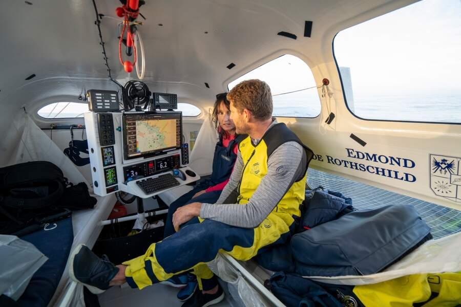 Le cockpit, un espace exigu de 10 mètres carrés