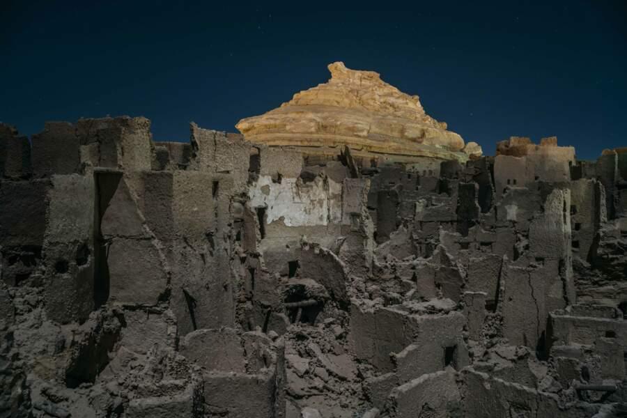 De ces ruines, huit siècles d'histoire nous contemplent