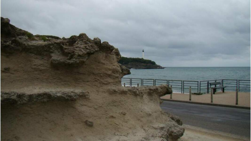 Falaises et phare de Biarritz
