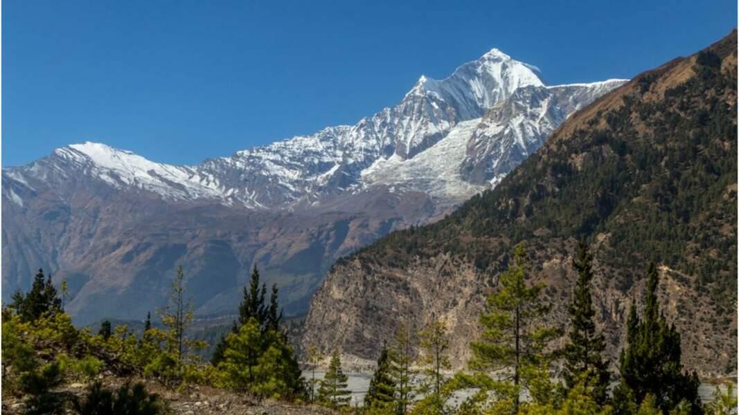 Des montagnes considérées comme le séjour des dieux pour les Népalais