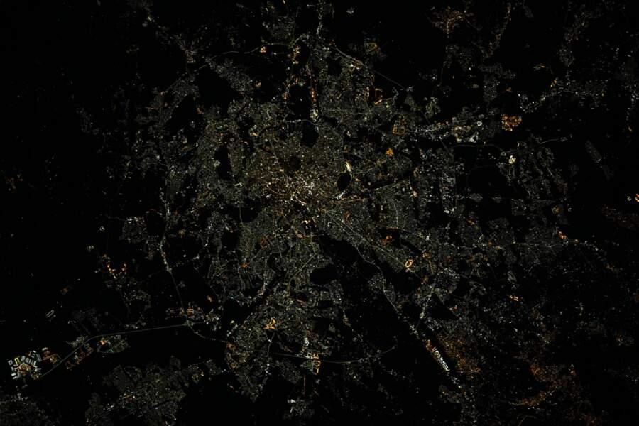 """Rome en Italie """"aussi lumineuse de jour que de nuit"""""""