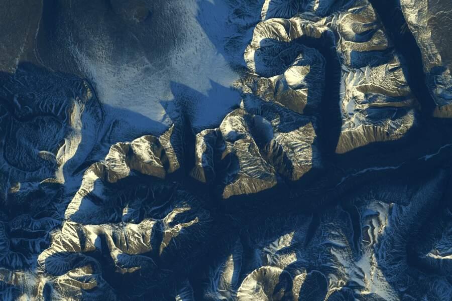 Un lac et des montagnes en Mongolie