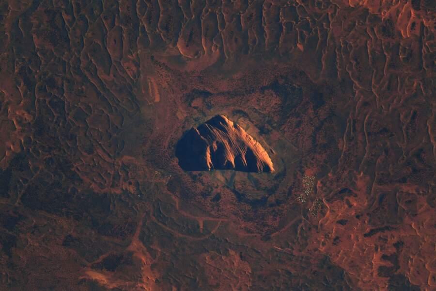 Uluru, rocher sacré des autochtones australiens