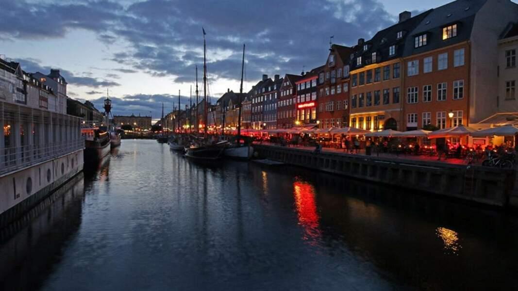 Canal Nyhavn le soir
