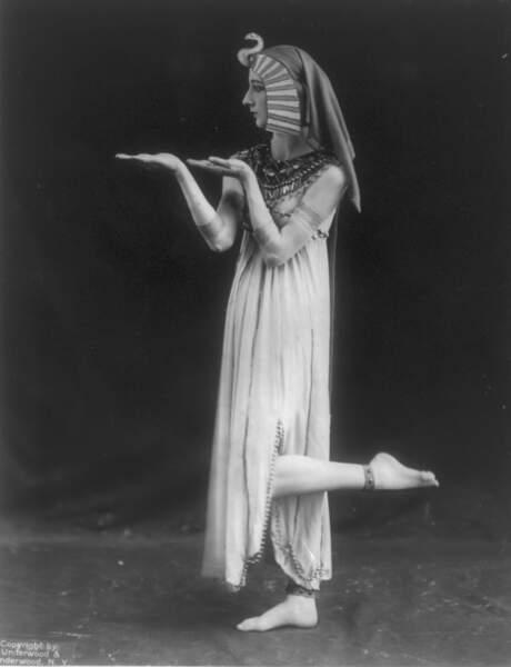 Sur les planches de l'opéra, Cléopâtre incarne la sensualité comme la cruauté