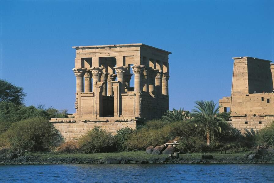 A Philae, Cléopâtre se prosternait devant Isis, la déesse protectrice